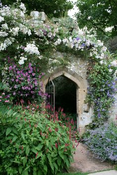 Gateway in the Sudeley Castle Gardens ~ Winchcombe, Gloucestershire, England Beautiful Castles, Beautiful Gardens, Beautiful Flowers, My Secret Garden, Garden Structures, Garden Spaces, Dream Garden, Garden Inspiration, Garden Landscaping