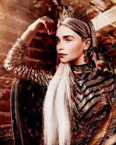 Khaleesi, Daenerys Targaryen, Mother Of Dragons, She Was Beautiful, Emilia Clarke, The Incredibles, Actresses, Queen, Sexy