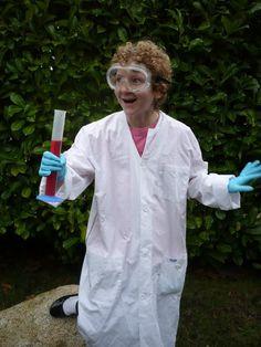 14 DIY Halloween Costumes For Science Geeks