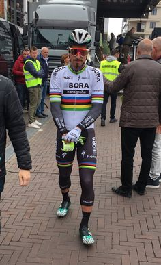 Peter Sagan, looking like he means business. Cycling Wear, Pro Cycling, Cross Country, Olympic Sports, Bicycle Accessories, Tights Outfit, Cyclists, Super Bikes, Bike Stuff