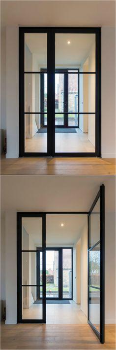 Stalen deur met zijpaneel in 'steel look' uitvoering van ANYWAYdoors