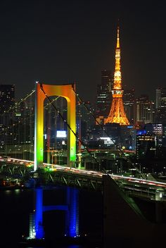 Rainbow bridge and Tokyo tower, Japan Beautiful Places In The World, Oh The Places You'll Go, Places To Travel, Tokyo Skytree, Tsukiji, Shinjuku Gyoen, Go To Japan, Japan Japan, Tokyo Night