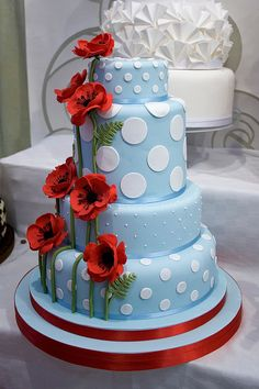 Blue dotty poppy wedding cake By- Sucre Coeur - Eats & Ink Gorgeous Cakes, Pretty Cakes, Amazing Cakes, Unique Cakes, Creative Cakes, Bolo Original, Super Torte, Poppy Cake, Bolo Cake