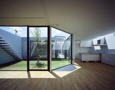 建築家:黒崎敏「JARDIN」 Interiors Dream, Interior Design, Interior Deco, Pool Houses, Modern Foyer, House Architecture Design, Modern House, Home Decor, Interior Garden
