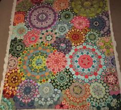 """Pattern by Dutch quilter Willyne Hammerstein. Executed by Gisele Therezein, Facebook """"Celebrate Hand Quilting"""""""