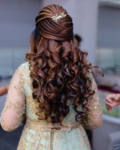 20 Best and Trendy Hairstyle For A Wedding You'll Love - Tikli Open Hairstyles, Indian Wedding Hairstyles, Girl Hairstyles, Hairdos, Hairstyles With Lehenga, Teenage Hairstyles, Beautiful Hairstyles, Elegant Hairstyles, Bridal Hairstyle For Reception