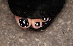 Sarah Palin's polka dot pedicure Polka Dot Pedicure, Polka Dot Toes, Black Pedicure, Gel Pedicure, French Pedicure, Pedicure Colors, Pedicure Designs, Toe Nail Designs, Cute Pedicures