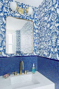 mix of blue tiles with blue wallpaper + gold accents for this bathroom inspiration Bathroom Interior Design, Decor Interior Design, Interior Decorating, Decorating Ideas, Decorating Websites, Powder Room Wallpaper, Bathroom Wallpaper, Bathroom Mirrors, Wood Bathroom