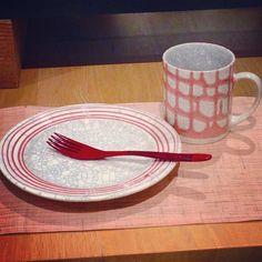 苫米地正樹さん作  貫入流しマグカップ貫入流しリム皿色を揃えると可愛らしいです本日も作家さん在廊中明日ラスト #織部 #織部下北沢店 #陶器 #器 #ceramics #pottery #clay #craft #handmade #oribe #tableware #porcelain