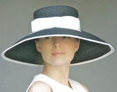 Noir & blanc chapeau à large bord Milan paille par AwardDesign, $128.00