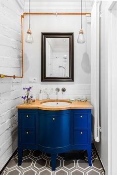 Styl retro i nowoczesny minimalizm - PLN Design Downstairs Bathroom, White Bathroom, Small Bathroom, Bathroom Renos, Dream Bathrooms, Beautiful Bathrooms, Bathroom Ideas, Jack And Jill Bathroom, Modern Farmhouse Bathroom