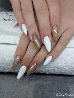 #whitenails #whiteandgoldnails #goldnails #goldnailshungary