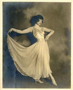 """""""pas de chat"""" Dancer 1920's"""
