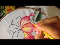 Pintura en tela en este vídeo te enseño a pintar la flor.. no olvides compartir mis vídeos