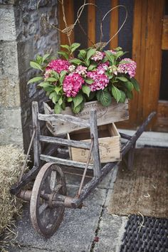 [tps_header] For those of you getting married in a barn, farm or other rustic wedding venue this post is for you. You can't beat a stack of wooden crates styled Rustic Gardens, Outdoor Gardens, Fixer Up, Wooden Crates Wedding, Fall Containers, Yard Art, Garden Pots, Garden Cart, Container Gardening