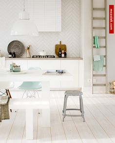 wit wit witter   vloer met keramisch hout   VTwonen tegels Douglas Jones verkijgbaar via mozaiek utrecht