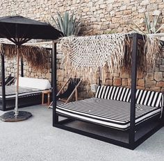 65 Outdoor Bed Ideas for Relaxing with Nature and Escape the Stuffy Indoors 65 Outdoor-Bett-Ideen zu Outdoor Daybed, Outdoor Rooms, Outdoor Gardens, Outdoor Living, Outdoor Decor, Outdoor Lounge, Outdoor Curtains, Pergola Patio, Diy Patio