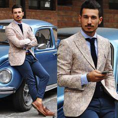 Une tenue classique à l italienne avec une cravate tricotée 3b76c31e772