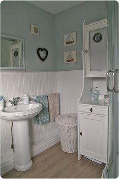 Blue/white bathroom, seaside theme, boats, panelling