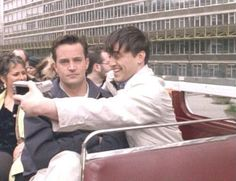 they went to London and took selfies together. When they went to London and took selfies together. Friends Tv Show, Tv: Friends, Serie Friends, Friends Moments, Chandler Friends, Funny Friends, Best Friend Meme, Pivot Friends, Friends Scenes