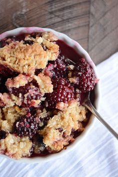 This amazing blackberry crisp loaded with juicy fruit and a buttery crisp topping is simple and so delicious! Even better, you can use other berries, too. Think of it as an all-purpose, best-ever fruit crisp! Blackberry Crisp, Blackberry Dessert, Blackberry Recipes, Fruit Recipes, Dessert Recipes, Soup Recipes, Cake Recipes, Sweet Desserts, Kitchens