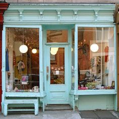 If I had an actual store location, I'd love this boutique look with aqua. Banco Exterior, Vintage Store, Etsy Vintage, Tee Shop, Shop Fronts, Shop Around, Store Design, Design Design, Architecture