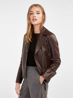 b190a4813cc7 Elegant women s outerwear at Massimo Dutti. FW 2018 fur, wool or camel  coats and suede, corduroy or denim jackets for women