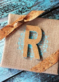 Burlap and Cork Monogram Craft (Positively Splendid {Crafts, Sewing, Recipes and Home Decor}) Craft Tutorials, Craft Projects, Project Ideas, Craft Ideas, Craft Gifts, Diy Gifts, Harvest Crafts, Handmade Gifts For Her, Diy Frame