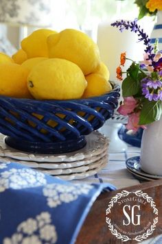 Kitchen models: 60 ideas for all styles - Home Fashion Trend Blue Yellow Kitchens, Bright Kitchens, Cool Kitchens, Beautiful Kitchens, Lemon Kitchen Decor, Yellow Kitchen Decor, Kitchen Redo, Nice Kitchen, French Kitchen