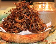 There are plenty of ways to make crispy onions- i. different recipes are available to prepare golden crispy rings of onions. People from distinct states of India find crispy fried onions as a. Crispy Onions, Fried Onions, Fried Shallots, Gourmet Burgers, Indian Food Recipes, Ethnic Recipes, Indian Kitchen, Steamed Rice, Grilled Meat