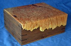Jewelry Box With Maple Burl by Dennis Chenoweth Decorative Wooden Boxes, Wooden Diy, Woodworking Box, Woodworking Projects Diy, Wood Projects, Wooden Keepsake Box, Keepsake Boxes, Box Maker, Bandsaw Box