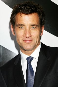 Photo of Clive Owen - New York Premiere of 'The International' - Picture Browse more than pictures of celebrity and movie on AceShowbiz. Gorgeous Men, Beautiful People, Tall Guys, Tall Men, Clive Owen, Dramatic Arts, Respect Women, Classy Men, Celebs