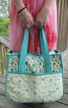 A szövet ihlette: Tute-Happy Summer: Az éjjeli táska Bag Pattern Free, Tote Pattern, Bag Patterns To Sew, Sewing Patterns Free, Free Sewing, Sewing Tutorials, Quilted Bags Patterns, Free Tote Bag Patterns, Tote Bag Tutorials