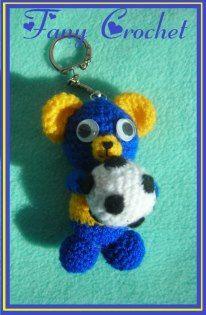 Osito Amigurumi con pelota para LLavero - Patrón Gratis en Español aquí: http://fany-crochet.blogspot.com.ar/search/label/llaveros