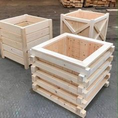 Wood Workers Useful Guides — Get over 16,000 woodworking plans with... Wooden Garden Planters, Wood Planter Box, Wooden Pallet Projects, Woodworking Projects Diy, Woodworking Plans, Woodworking Shop, Diy Projects, Wood Worker, Wood Design