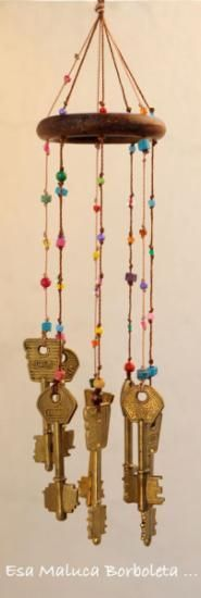 another idea of a base of beaded wind chimes Key Crafts, Diy And Crafts, Arts And Crafts, Wind Charm, Sun Catchers, Craft Projects, Projects To Try, Diy Wind Chimes, Old Keys