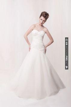 Sarah Houston Bridalwear, classic sweetheart neckline and drop waist skirt | VIA #WEDDINGPINS.NET