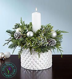 Decorate table decor with Christmas floral centerpieces! Holiday floral centerpieces come in all shapes & sizes for the best 2019 Christmas centerpieces! Christmas Candle Decorations, Christmas Flower Arrangements, Winter Centerpieces, White Centerpiece, Christmas Flowers, Christmas Mantels, Floral Arrangements, Christmas Holidays, Christmas Wreaths