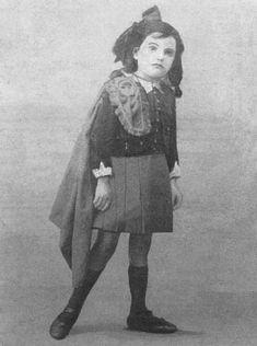 Liddy Curran in kilt, Belfast, 1917