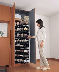 closet shoe rack design - Home Decor Master Closet, Closet Bedroom, Closet Space, Shoe Closet, Diy Bedroom, Closet Wall, Smart Closet, Hidden Closet, Trendy Bedroom