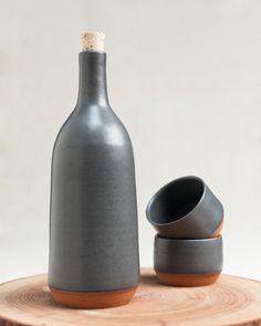 MAZAMA - serving bottle and Spanish wine cups