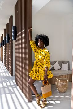 Jan 2020 - Gorgeous ruffle dress with straw bag for travel Black Women Fashion, Fashion Tips For Women, Look Fashion, Womens Fashion, Petite Fashion, Curvy Fashion, Fall Fashion, Fashion Ideas, Fashion Trends