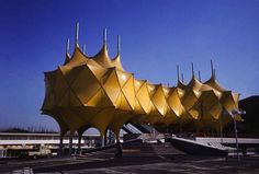 Pavilion at the Expo 1970 World's Fair in Osaka, Japan Architecture Today, Futuristic Architecture, Contemporary Architecture, Architecture Details, Futuristic City, Japan Expo, Osaka Japan, Expo 67 Montreal, Fair Games