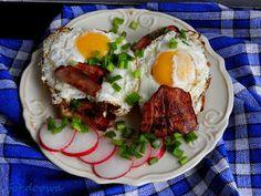 Moje Małe Czarowanie: Jaja sadzone z bekonem na kanapce