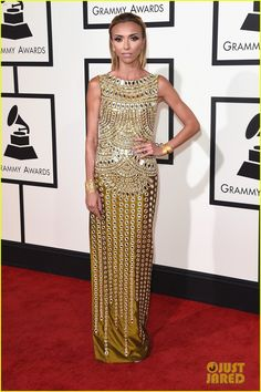 Giuliana Rancic Is the Golden Girl at Grammys 2016! | giuliana rancic grammys red carpet 2016 01 - Photo