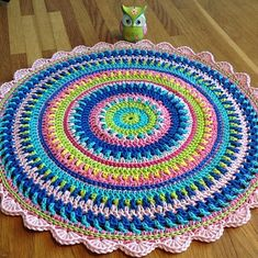 This mandala can be made with any kind of yarn, but I prefer mercerized cotton and hook mm. This mandala can be made with any kind of yarn, but I prefer mercerized cotton and hook mm. Cotton Crochet Patterns, Crochet Mandala Pattern, Crochet Circles, Crochet Round, Crochet Squares, Free Crochet, Double Crochet, Crochet Placemats, Crochet Doilies