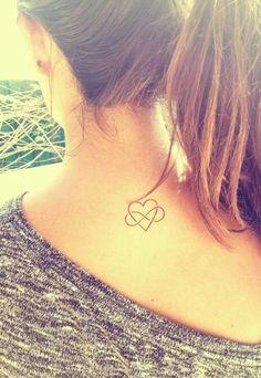 Jeśli lubicie prostotę, mamy dla Was propozycje na mini tatuaże, które skradną Wasze serca.