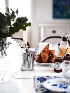 68 ideas breakfast photography croissant brunch for 2019 Breakfast And Brunch, Good Morning Breakfast, Breakfast At Tiffanys, Perfect Breakfast, Sunday Morning, Morning Coffee, Breakfast Buffet, Breakfast Photography, Food Photography