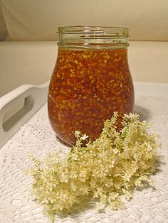 Elderflower honey by lilacrose Chutneys, Healthy Eating Tips, Healthy Nutrition, Pesto Dip, Food Club, Vegetable Drinks, Elderflower, Kitchen Gifts, Marmalade