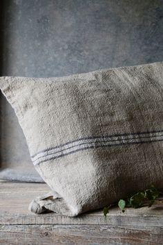 ~~~~~This grain sack pillow has so much texture~~~~